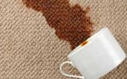 vlek tapijt koffie
